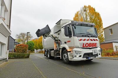 Einsatz eines Seitenladers bei der Müllabfuhr in den Ortsteilen der Stadt Korbach